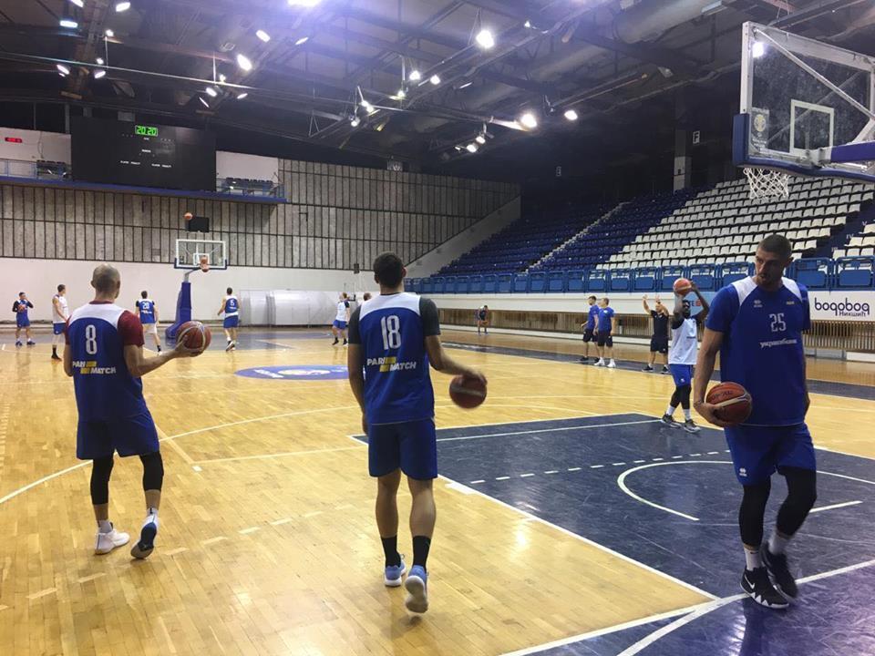 Збірна України провела три тренування напередодні матчу в Чорногорії