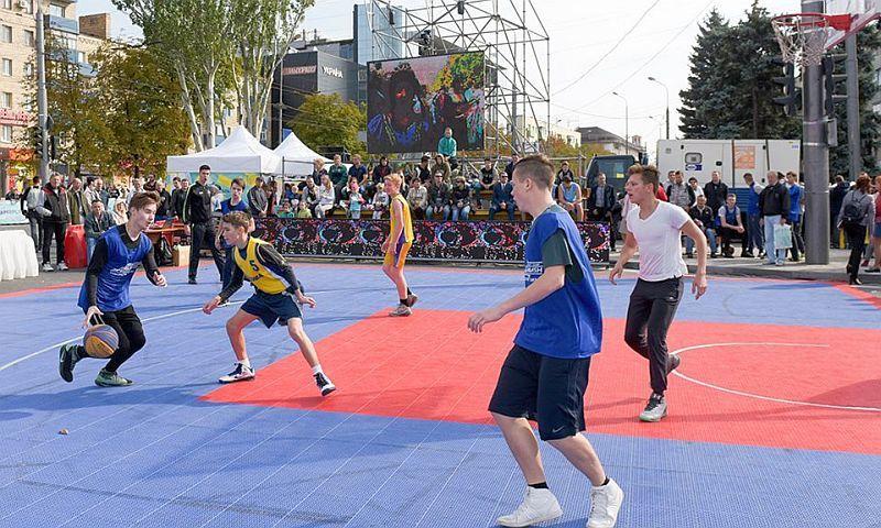 У Маріуполі стартував турнір з нагоди 240-річчя міста