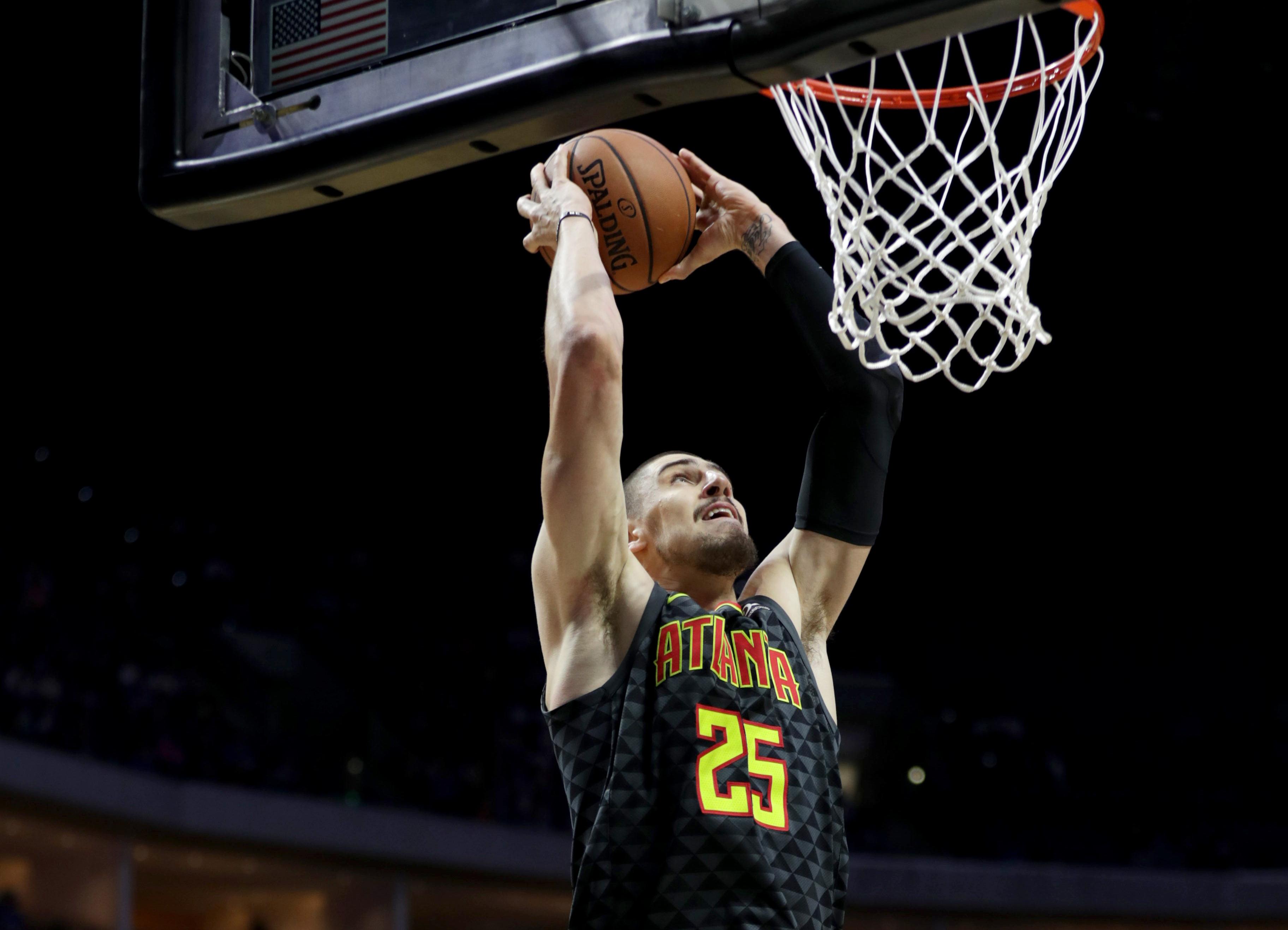 Данк Леня через По Газоля - в топ-10 моментів дня НБА