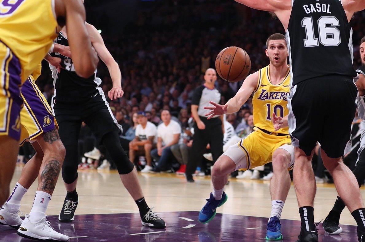 Михайлюк дебютував в НБА і відіграв 17 хвилин проти Сан-Антоніо