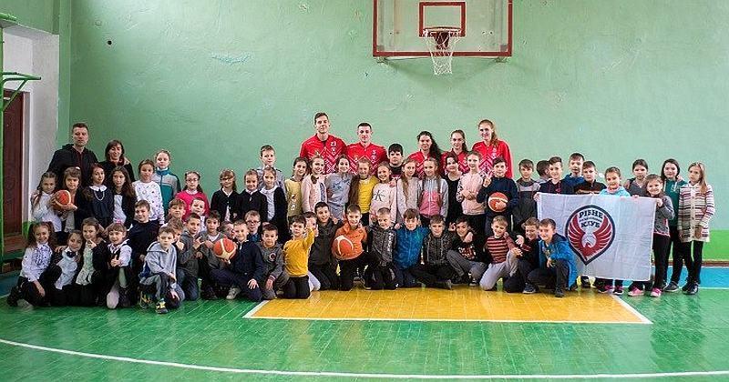 Баскетболісти Рівного провели відкритий урок баскетболу