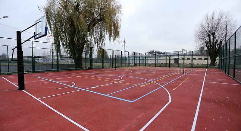 У Хмельницькому відкрили два сучасних баскетбольних майданчики