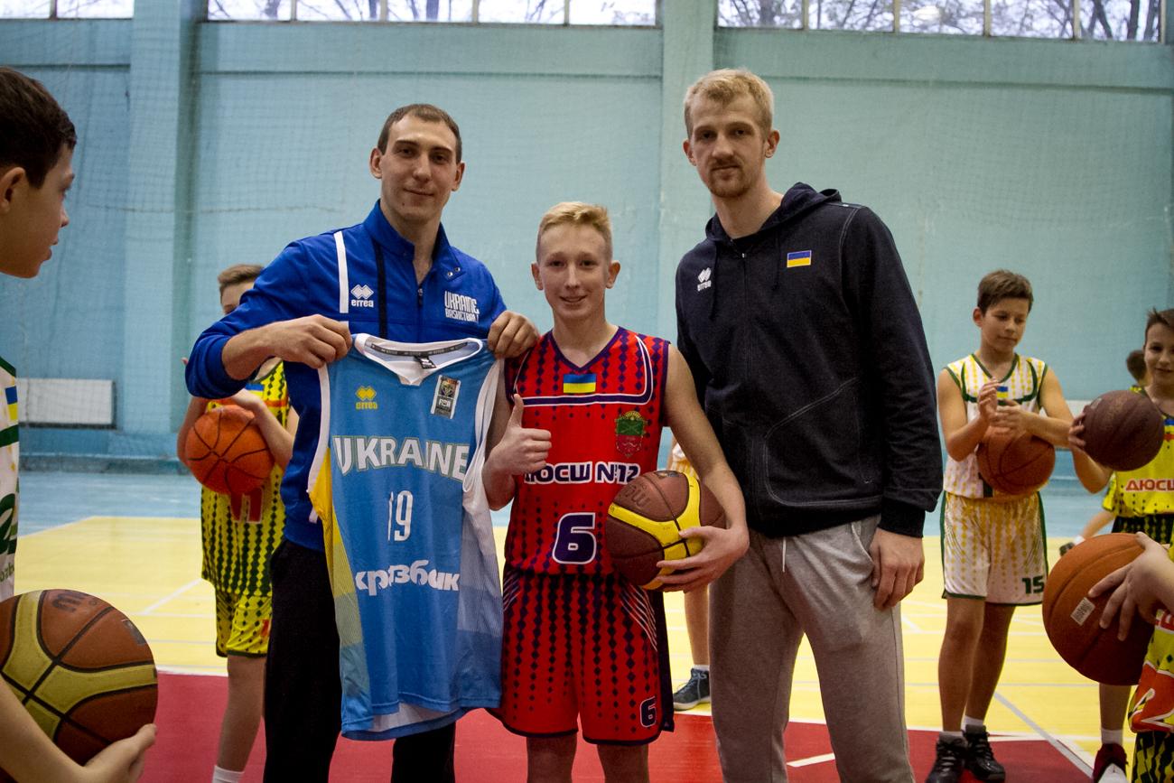 Гравці збірної України провели майстер-клас в школі Запоріжжя