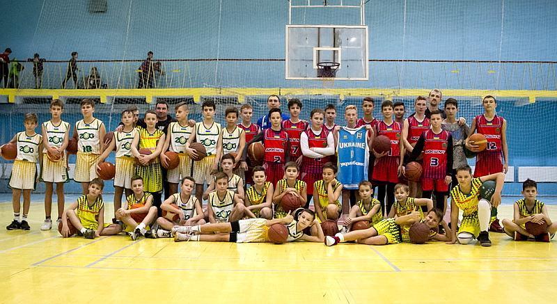 Гравці збірної України провели майстер-клас для школярів: відео зустрічі