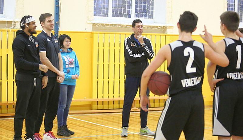 Черкаські професіонали потренували юних баскетболістів