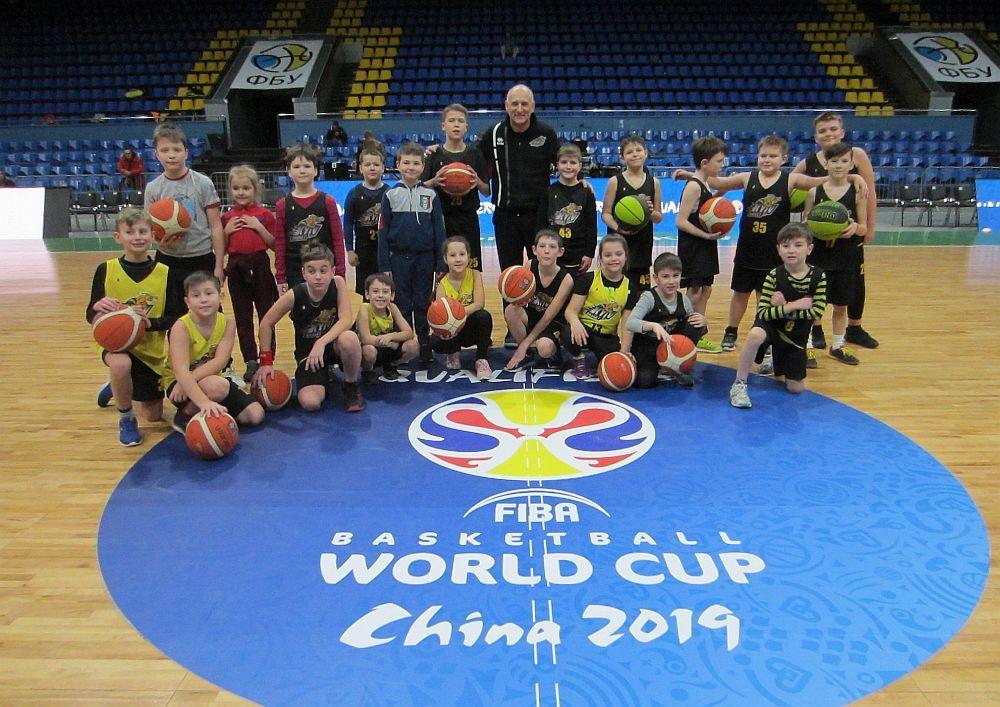 Учні Академії Київ-Баскета змоделювали гру Україна – Чорногорія