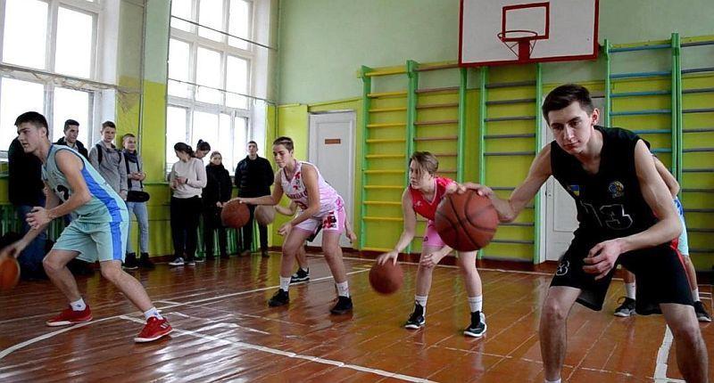 У Хмельницькому відбувся баскетбольний майстер-клас для школярів
