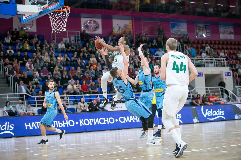 Запоріжжя перемогло Дніпро в п'ятому матчі та завоювало бронзу Суперліги Парі-Матч