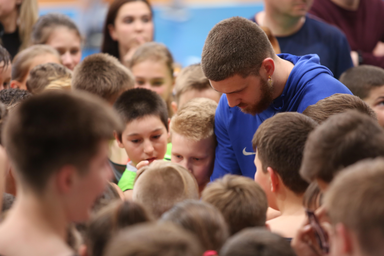 Святослав Михайлюк зустрівся з вихованцями школи Черкаських Мавп: фотогалерея