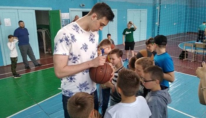 Випускник академії Сабоніса відвідав рідний клуб в Україні
