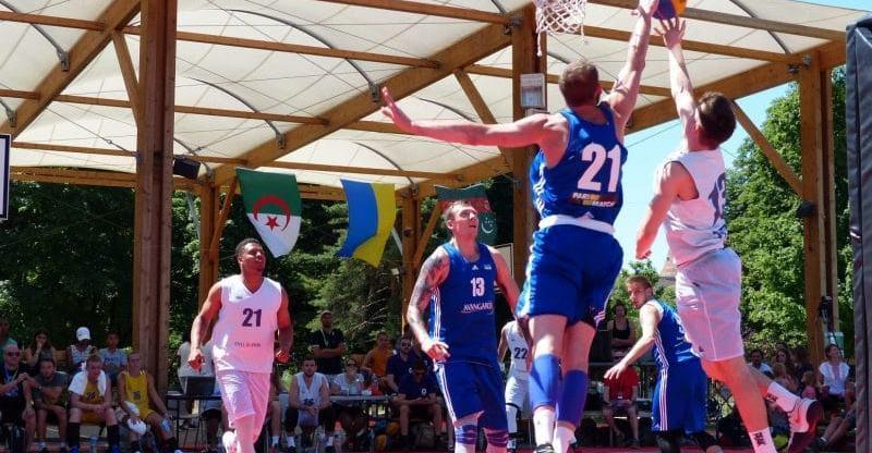Збірні України стартували на турнірі в Вуароні