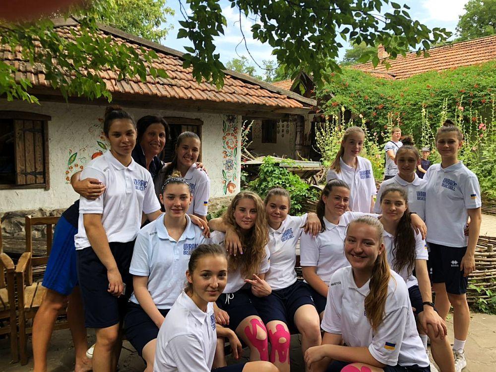 Жіноча збірна України U-18: у вільний час на Хортиці
