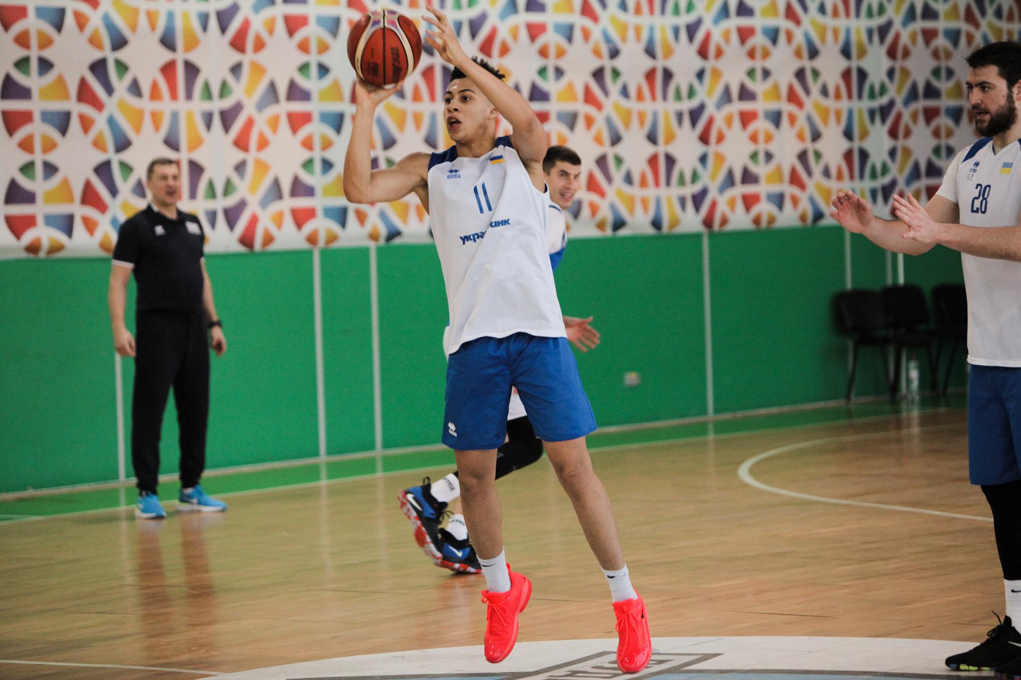 Іссуф Санон готується до матчів у Літній Лізі НБА: відео