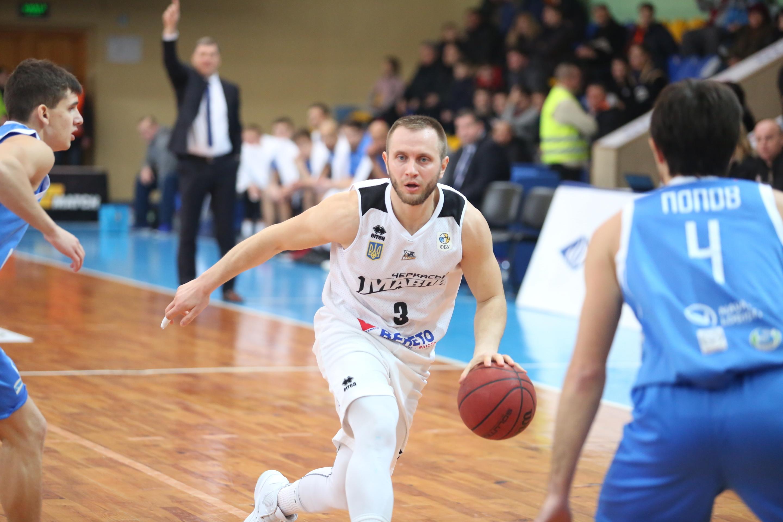 Олександр Кольченко залишається в Черкаських Мавпах