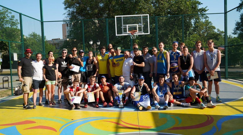 У Миколаєві відкрили відновлений баскетбольний майданчик