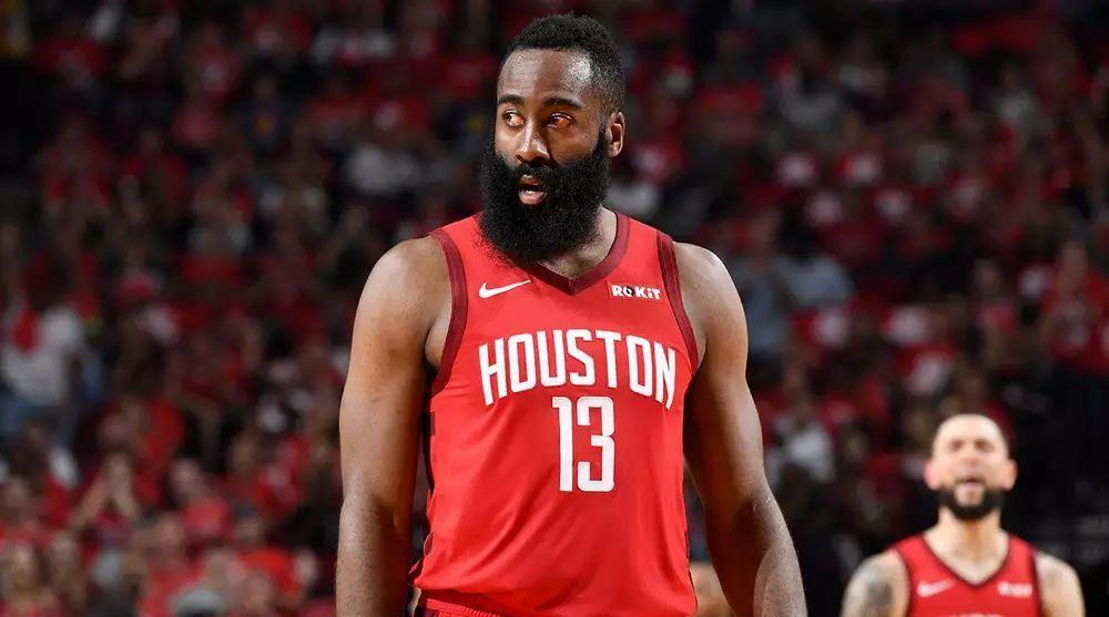 Зірка НБА подарував 10 000 доларів бідній сім'ї