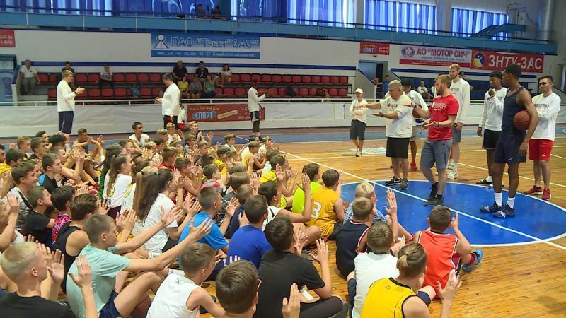 Американські гравці навчали юних баскетболістів Запоріжжя