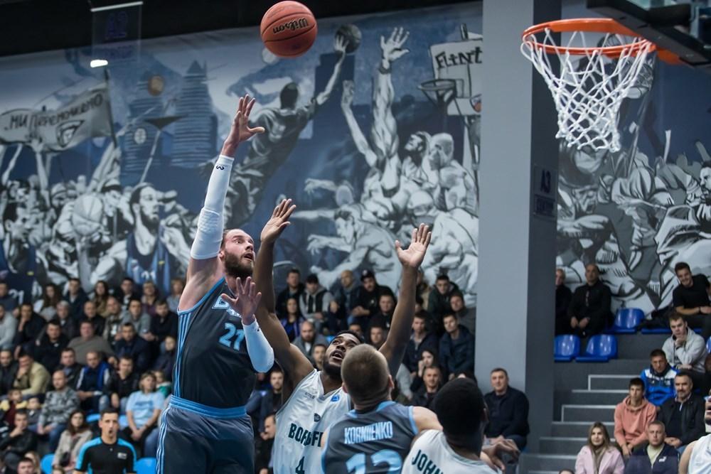 Дніпро впевнено крокує у груповий раунд Кубка Європи FIBA