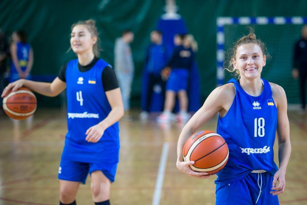 Нова команда: відкрите тренування жіночої збірної України