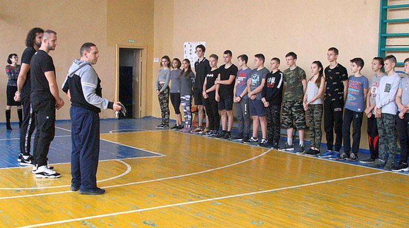 Черкаські професіонали завітали до місцевих ліцеїстів