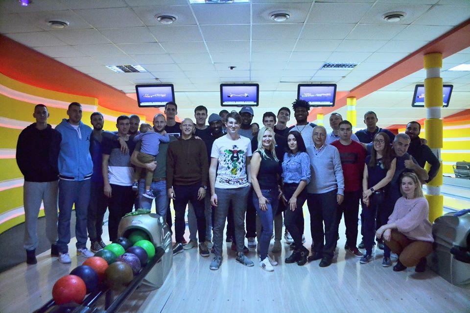 Баскетболісти Одеси зіграли з журналістами в боулінг перед Кубком України