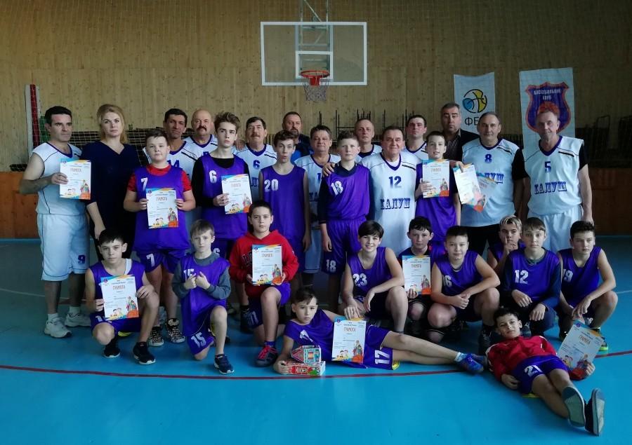 Баскетбольний Миколай у Калуші зібрав три покоління гравців