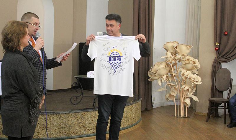 На благодійному аукціоні за ініціативи Михайла Бродського зібрали 200 тисяч гривень на лікування юного спортсмена