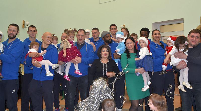 Клуби Суперліги Парі-Матч привітали дітей зі Святом Миколая