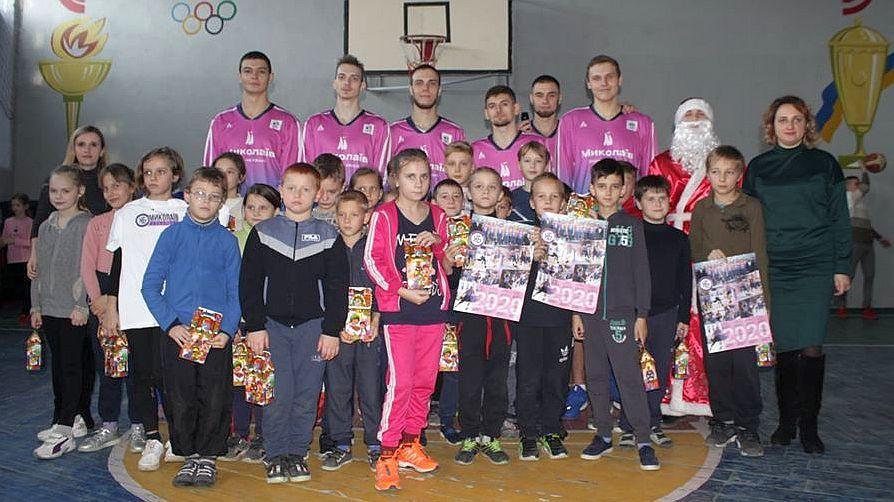 Гравці Ніко-Баскета завітали до юних баскетболістів Снігурівки