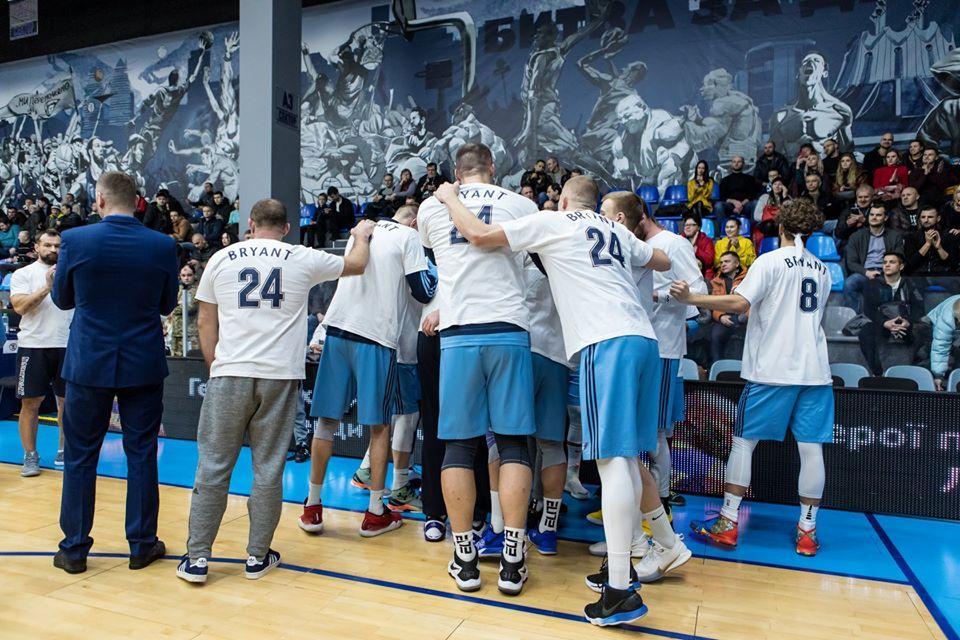На матчі Кубка України вшанували пам'ять Кобі Браянта