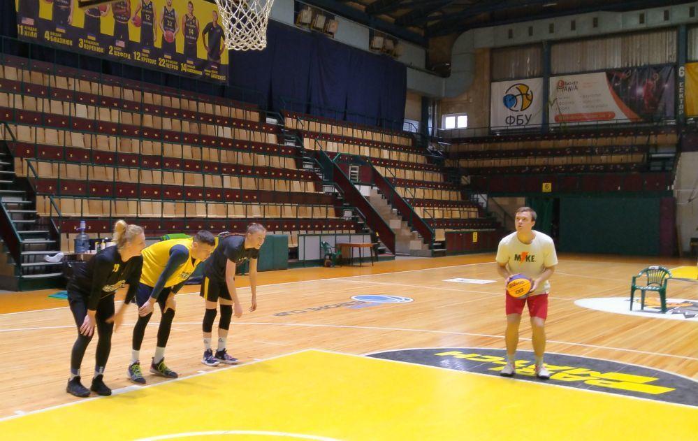 Жіноча збірна України 3х3 тренується на хлопцях перед відбором на Олімпіаду-2020