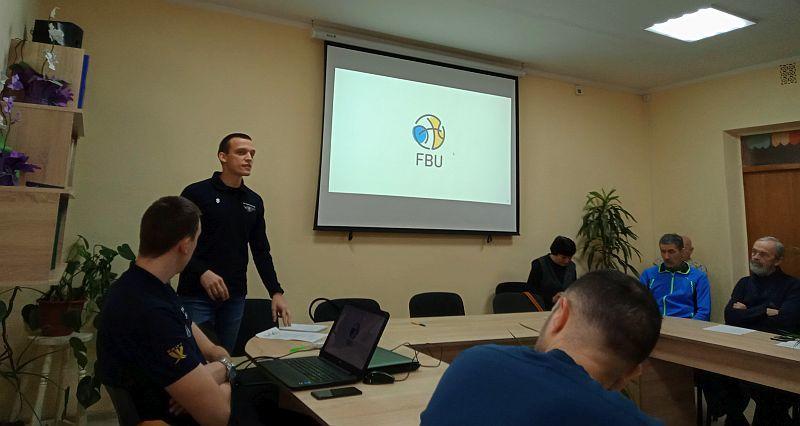 В Ужгороді відбувся баскетбольний семінар для вчителів