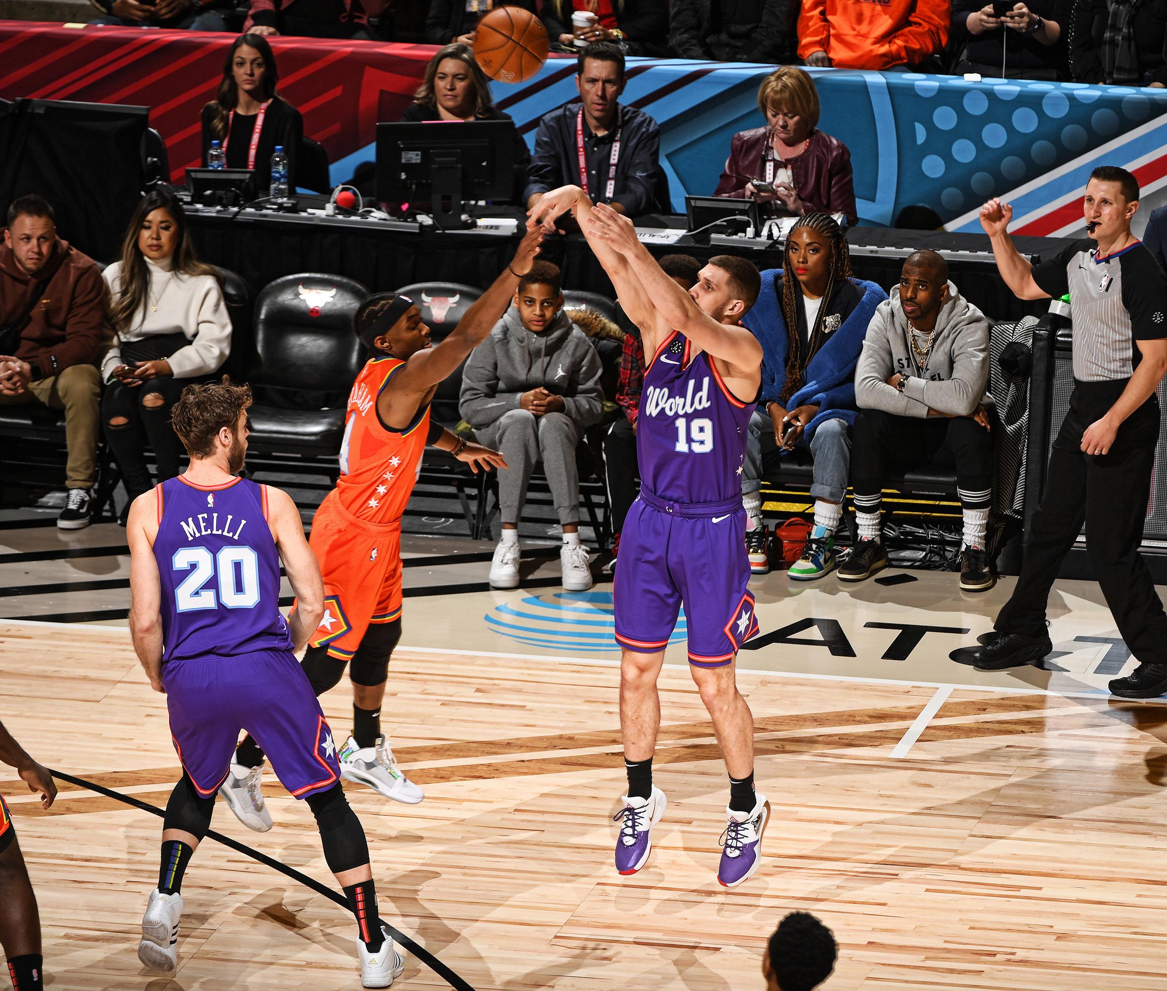 Патріотичний Святослав Михайлюк взяв участь у Матчі висхідних зірок НБА