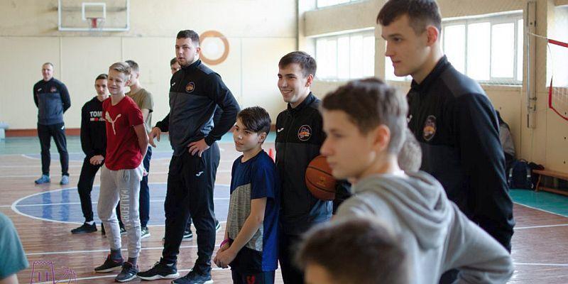 Луцькі баскетболісти провели майстер-клас для школярів