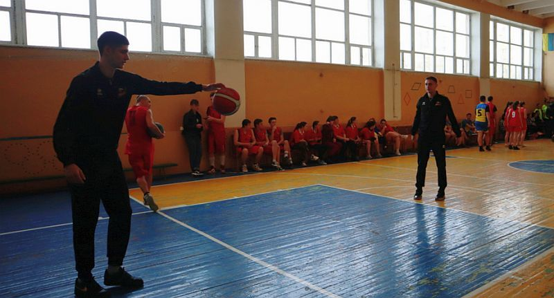 Гравці Суперліги Парі-Матч відкрили студентську Спартакіаду в Черкасах