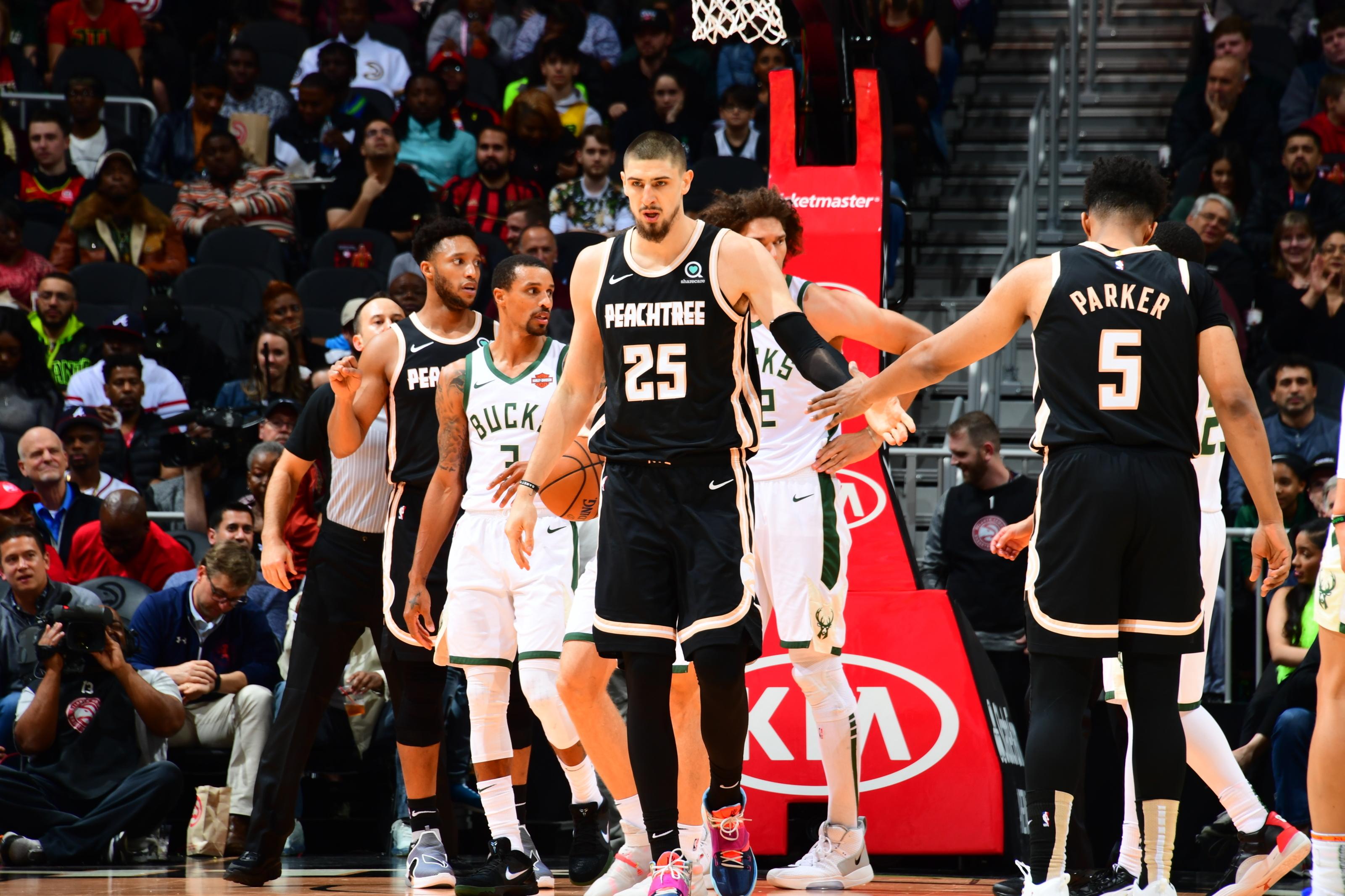 Клуб Західної конференції НБА у міжсезоння претендуватиме на підписання Олексія Леня