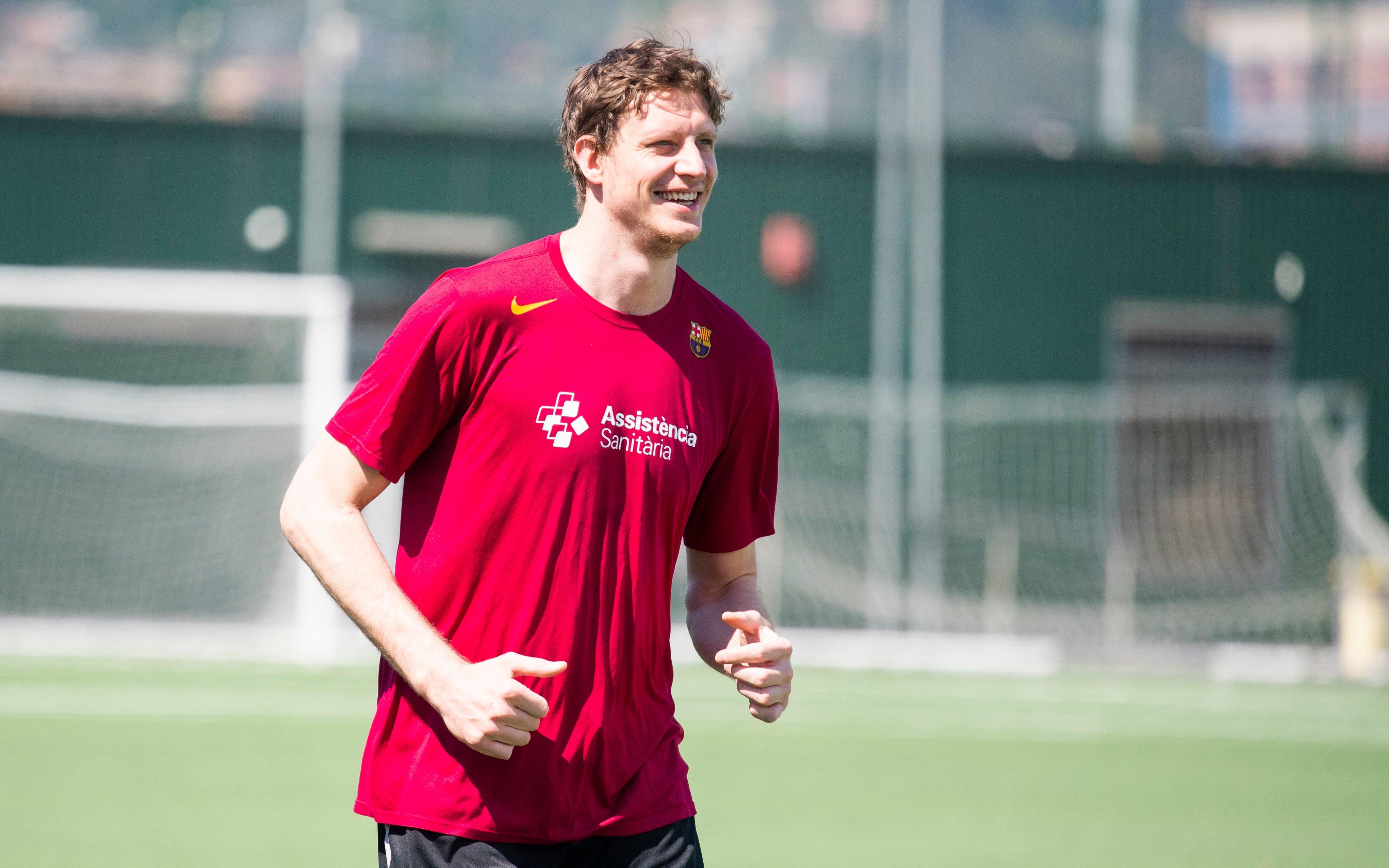 Артем Пустовий повернувся до тренувань у складі Барселони: фото та відео