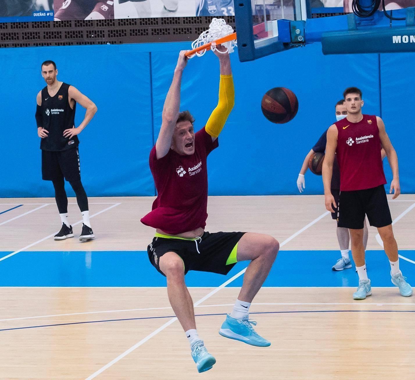 Центровий збірної України відзначився ефектним данком на тренуванні Барселони