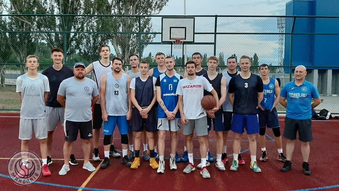 Миколаїв та Ніко-Баскет провели тренування і матч на відкритому повітрі
