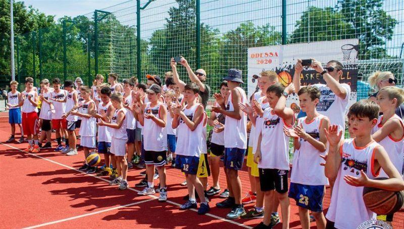 У Одесі відбувся баскетбольний табір для школярів: фотогалерея