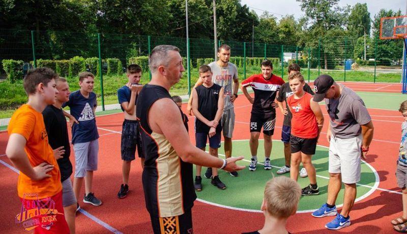 Луцькі баскетболісти Вищої ліги розпочали тренування для дітей