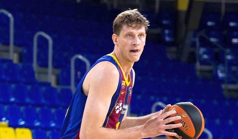 Українець Пустовий став одним з найкращих у матчі Барселони