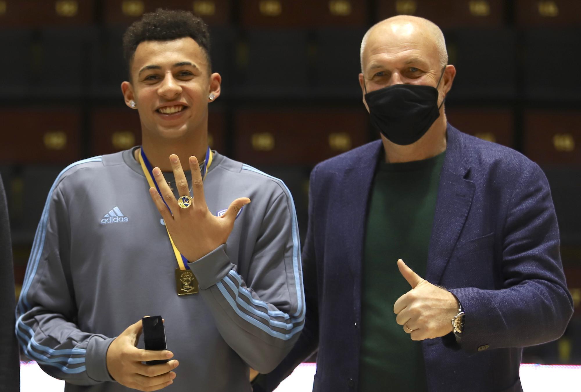 Гравці Дніпра отримали чемпіонські персні