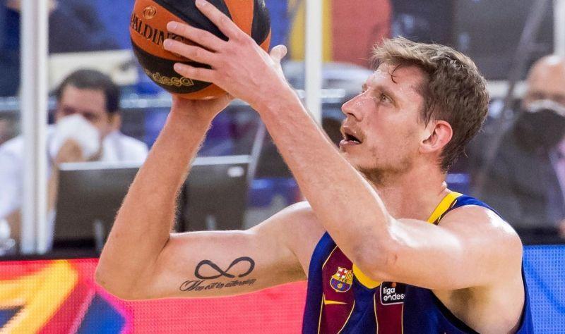 Українець Пустовий допоміг Барселоні перемогти в чемпіонаті Іспанії