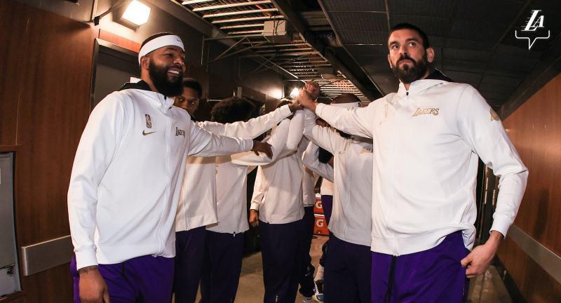 Баскетболісти Лейкерс показали нові чемпіонські персні: фотогалерея