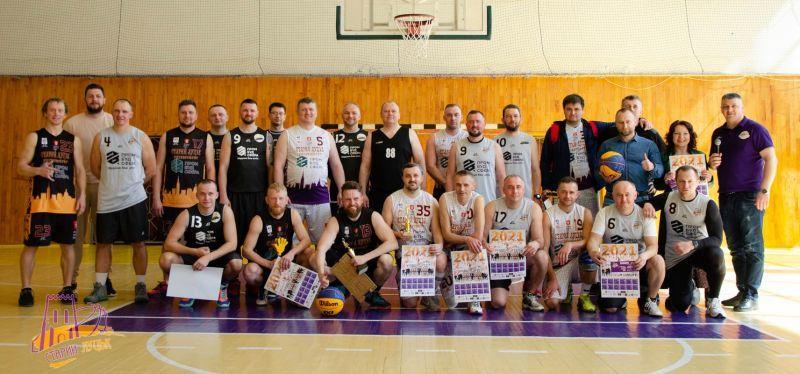 У Луцьку бізнесмени зіграли з місцевою владою в баскетбол