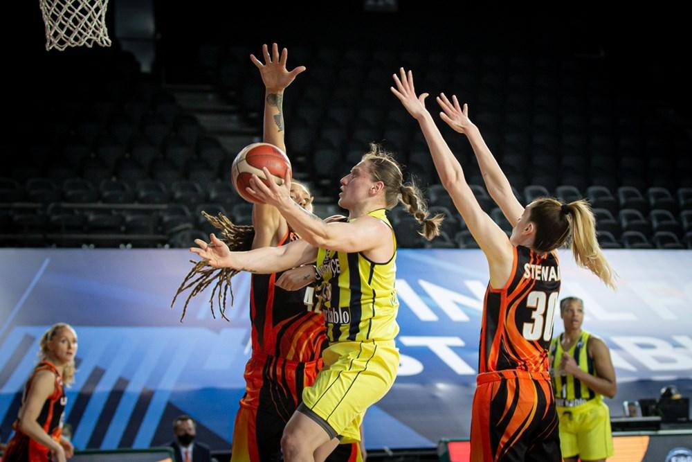 26 очок та 8 передач: хайлайти Аліни Ягупової в матчі 1/2 фіналу Євроліги
