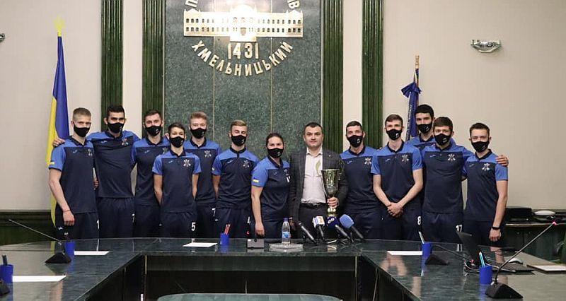 У Хмельницькому вшанували чемпіонів Першої ліги