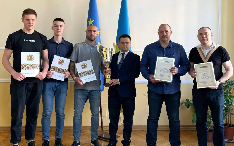 У Чернівцях нагородили срібних призерів Першої ліги