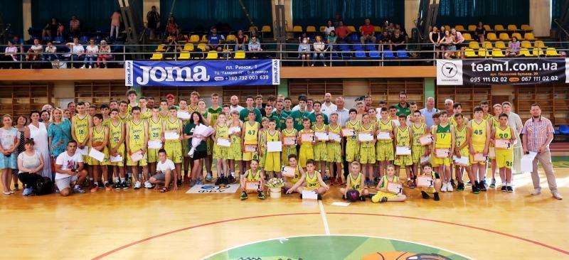 У Івано-Франківську відбулося святкування випускників Баскетбольної академії Говерли